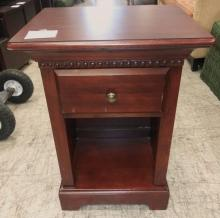 nightstand_1_drawer_olde_mapel_front